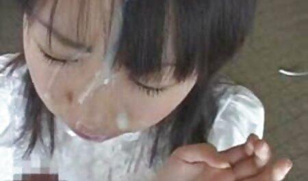 彼女は寒さを吸って、彼女は彼女の大きな膣をくすぐります 働く 女性 エロ 動画